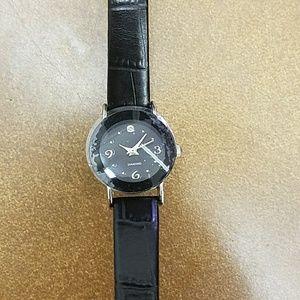 🎁🆕️ Avon Geniune Leather Diamond watch